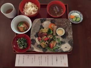 お寺のお昼ごはん